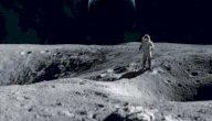 أول رجل صعد إلى القمر
