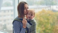 متى يمكنك حمل طفلك الرضيع في الحمّالة؟