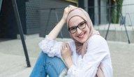 كيف يمكنك ارتداء القميص الأبيض مع الحجاب؟