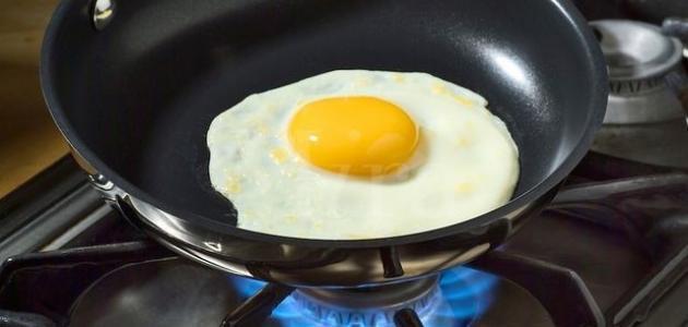 طريقة قلي البيض بالماء