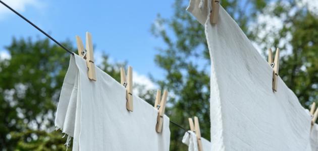 إزالة بقع الملابس البيضاء