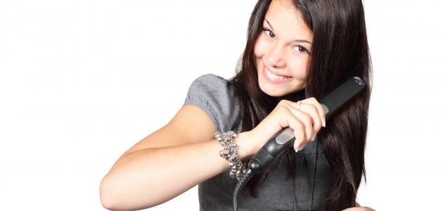 استخدام مكواة الشعر