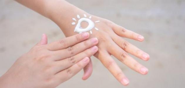 أفضل واقي شمس مع كريم أساس للبشرة الدهنية