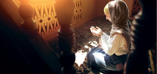 حكم رفع الصوت في الصلاة