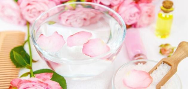 كيفية استخدام ماء الورد للبشرة الدهنية