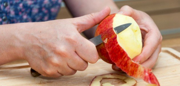 هل هناك حلول لمنع تغير لون التفاح المقشر حياتك