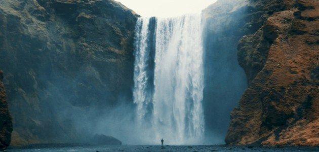 الحلم بشلال ماء