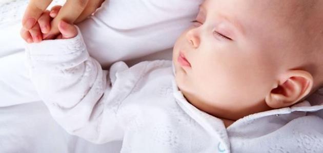 عدد ساعات نوم الطفل في الشهر الرابع