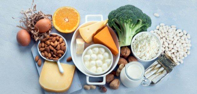 ما هي العوامل التي تساعد على امتصاص الكالسيوم؟