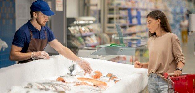 كيف تعرف السمك الفاسد؟