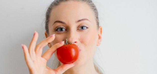 هل وصفة الطماطم للوجه مجدية؟