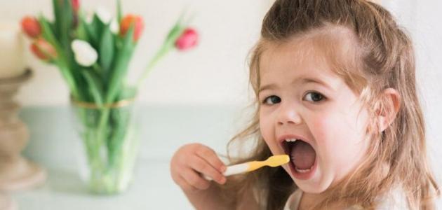 نصائح للعناية بأسنان الأطفال وحمابتها من التسوس
