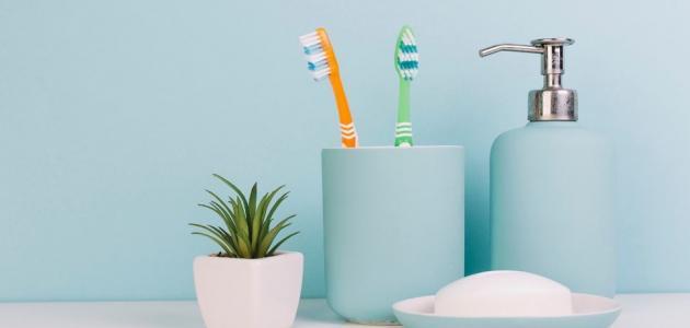كيفية تنظيف فرشاة الأسنان