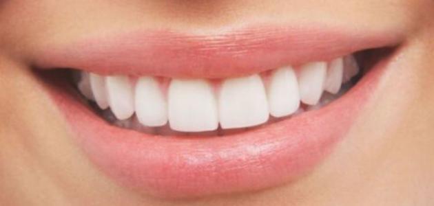 هل ثؤثر المشروبات الغازية على صحة اللثة والأسنان؟