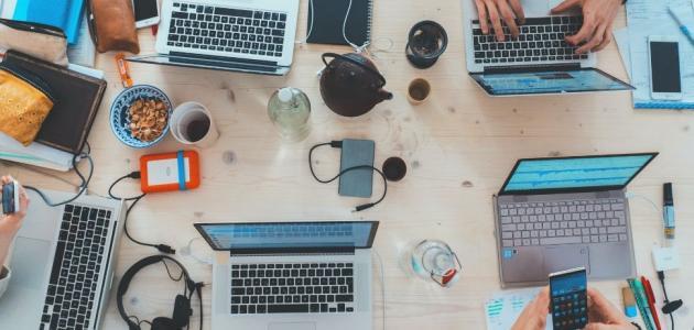 تأثيرات وسائل التواصل الاجتماعي السلبية على العمل