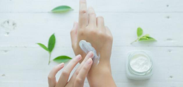 11 وصفة سرية من حياتكِ لترطيب اليدين