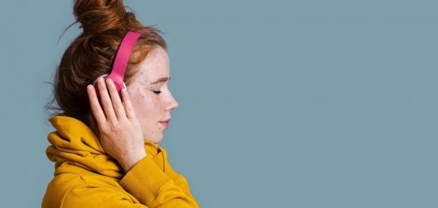 هل تشتت الموسيقى تركيز المرأة؟
