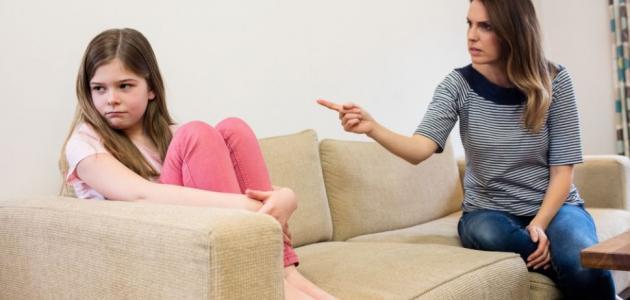 لا ترتكبي هذه الأخطاء عند معاقبة أطفالكِ!