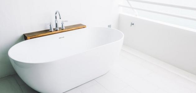 بهذه الطرق نظفي حوض الحمام من الاصفرار
