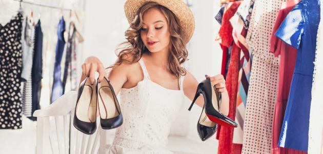تنسيق لون الحذاء مع الملابس للنساء