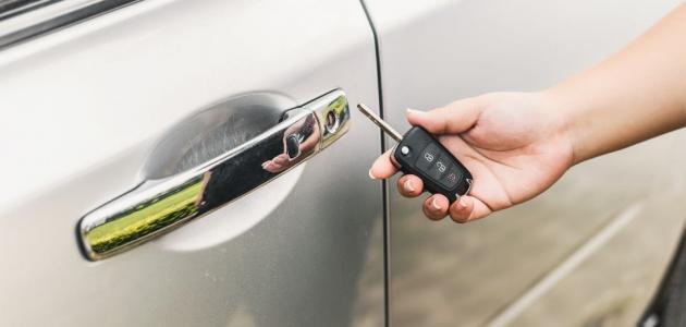 تعرفي على سبب عدم خروج مفتاح السيارة بسهولة!