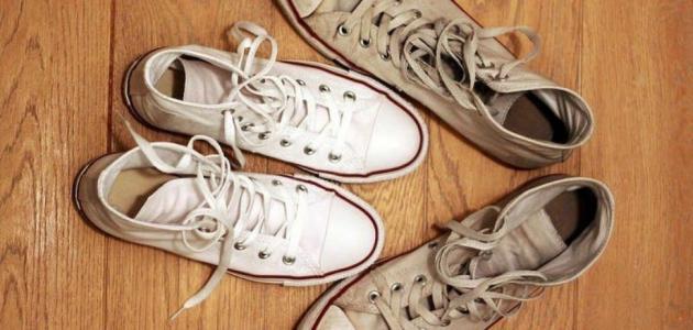 إليكِ طريقة تنظيف الأحذية من آثار الطين