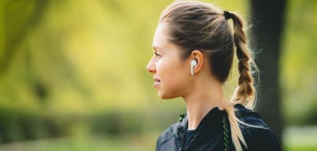 تنظيف سماعات الآيفون اللاسلكية وعلبة الشحن الخاصة بها