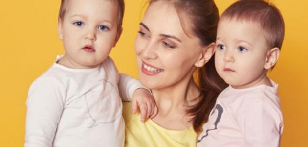 10 نصائح لك لتسهيل اعتنائك بالتوائم حديثي الولادة