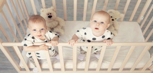 أخطاء تجنّبيها عند تعاملك مع أطفالك التوائم