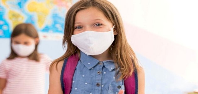 هل يحتاج طفلك ارتداء الكمامة في المدرسة؟