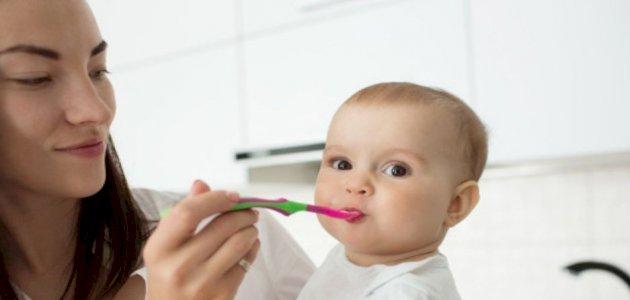 5 نصائح لك لإطعام طفلك الرضيع للمرة الأولى