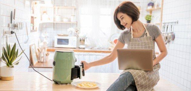 استخدام القلاية الهوائية في الطهي بين الإيجابيات والسلبيات