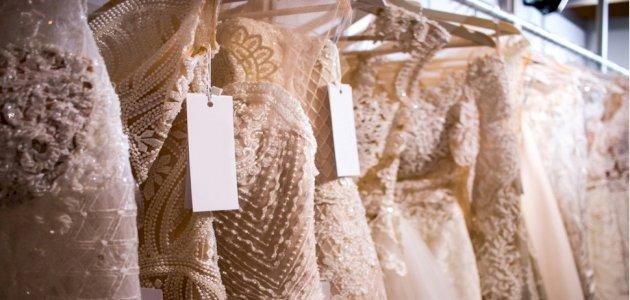 اختاري فستان الخطوبة وفقًا لشكل جسمكِ ودرجة بشرتكِ