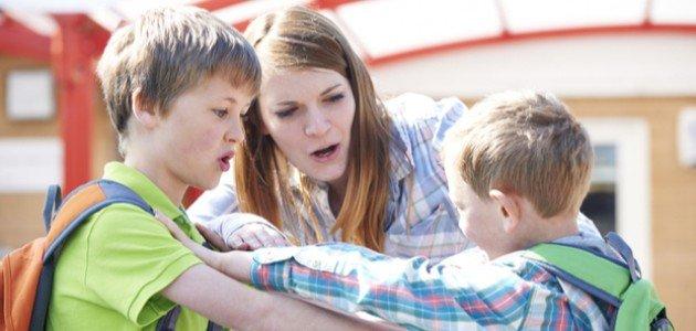للمعلمات: كيف تعالجين آثار التنمر المدرسي بين طلابك؟