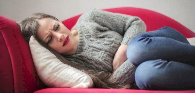 هل الحالة النفسية من أسباب ألم المعدة؟