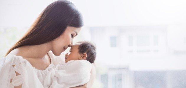 هل آثار اكتئاب الأم تصل إلى رضيعها؟