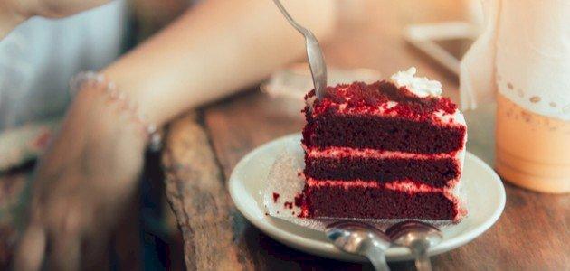 تفسير أكل الكيك في المنام للعزباء