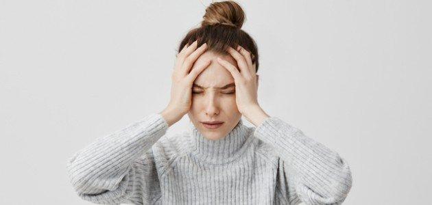 أسباب لألم الرأس لا توجد إلا عند السيدات! تعرفي عليها!