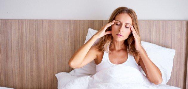 أسباب ألم الرأس بعد الاستيقاظ من النوم