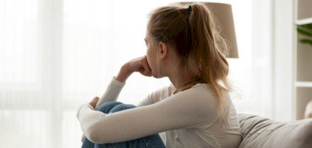آثار الاكتئاب على الفتيات المراهقات، وما حلوله؟