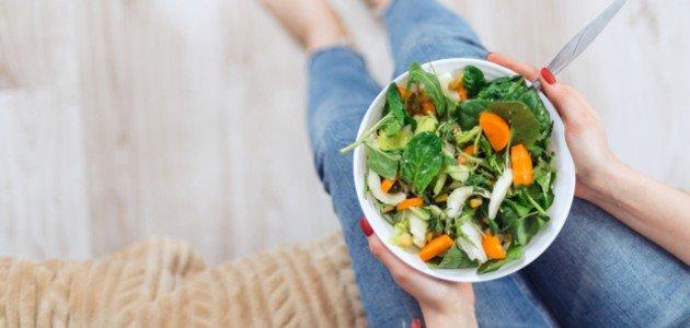 سلطة خضراء صحية حارة: ربما تودين تجربتها!