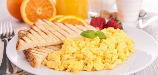 وصفات سريعة للفطور بالبيض: جديدة ومفيدة!