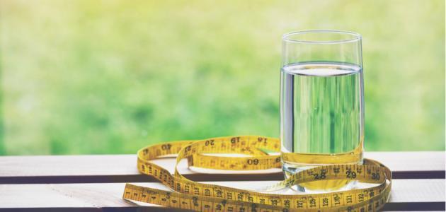 كيف تتبعين رجيم الماء فقط لإنقاص وزنكِ؟ وهل له أضرار محتملة؟