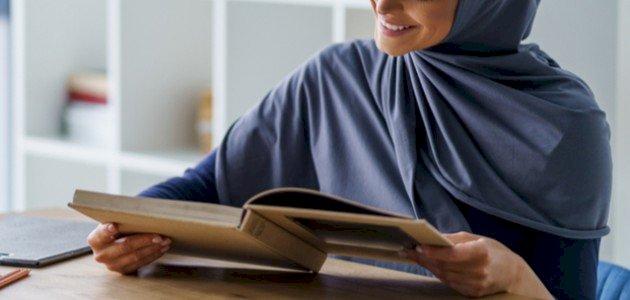 الشاعرة السعودية ثريا قابل: ما قصة ديوانها الشهير؟