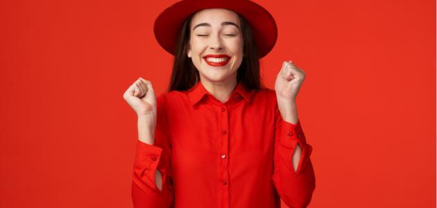 ماذا يقول اللون الأحمرعن أناقتكِ؟ وكيف تنسقين الألوان معه؟