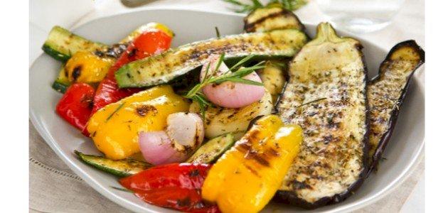 هل جربتِ سلطة الخضروات المشوية من قبل؟ إليكِ طريقة تحضيرها!