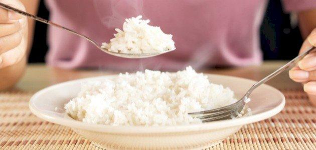 السعرات الحرارية في الأرز المطبوخ: اكتشفي قيمته الغذائية!