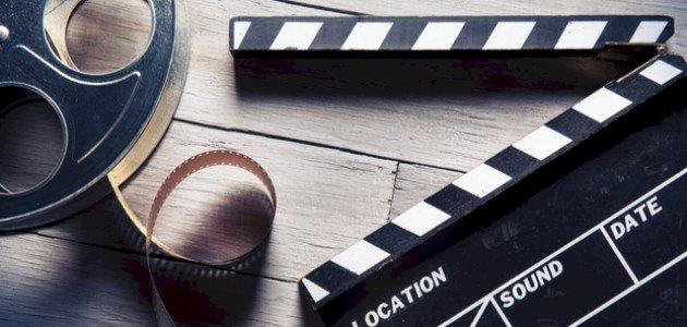 قصة فيلم البحيرة الزرقاء (1980): الدراما والرومانسية!