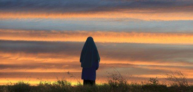 أم كلثوم بنت أبي بكر: ما موقفها من خطبة عمر بن الخطاب لها؟