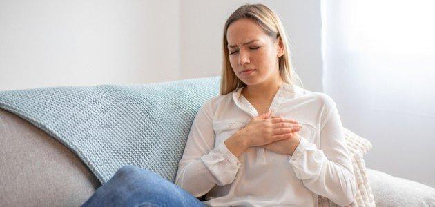 خفقان القلب عند الاستيقاظ: هل الدورة الشهرية هي السبب؟